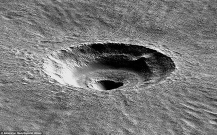 Ученые обнаружили на Марсе таинственную воронку