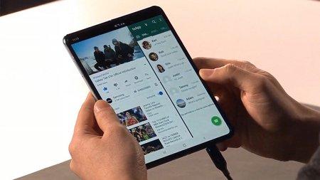 Гибкий смартфон Samsung Galaxy Fold приятно удивил экспертов своей автономностью