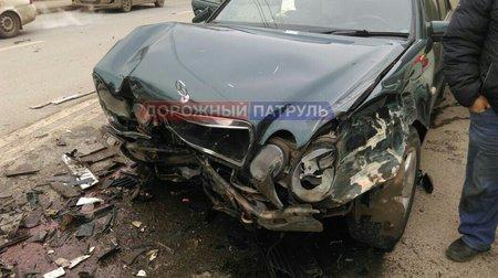 ВУфе Mercedes сотказавшими тормозами устроил массовое ДТП
