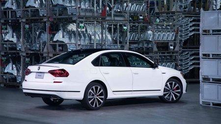 Volkswagen представила спортивную версию седана Passat