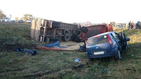 ВБашкирии встолкновении «КамАЗa» илегковушки пострадали шесть человек