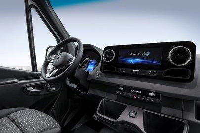 Mercedes рассекретил дизайн Sprinter обновленного поколения