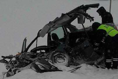 Натрассе вБашкирии легковушка лоб влоб столкнулась с грузовым автомобилем