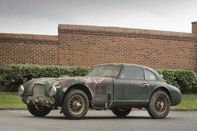 Обнаруженный спустя 14 лет после угона Aston Martin DB2 продадут за 1,3 млн долларов