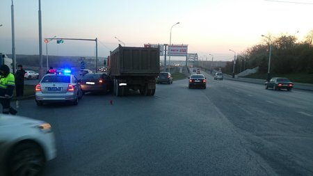 Фургон столкнулся слегковой иномаркой, пострадал ребенок