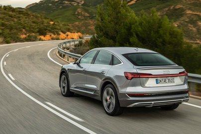В России начались продажи электрического кроссовера Audi e-tron
