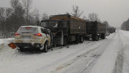 Лобовое ДТП с фургоном вБашкирии: один умер, двое пострадали