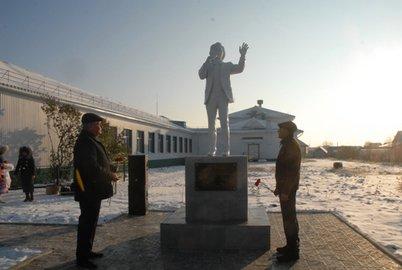 ВБашкирии появился монумент певцу Радику Гарееву