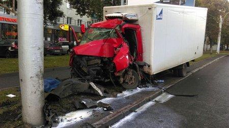 ВУфе шофёр фургона умер вДТП