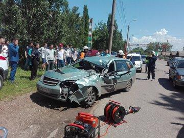Опубликовано фото ДТП в Башкирии: пострадали два пассажира такси