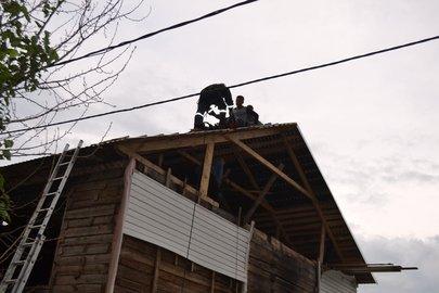 ВУфе рабочие застряли накрыше, импотребовалась помощь спасателей