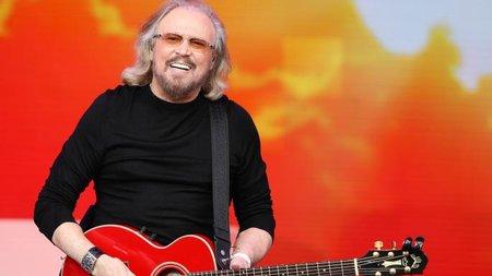 Барри Гибб из Bee Gees получил рыцарский титул