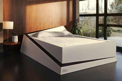Инженеры Форд  обучили  кровать сражаться  слюбителями занять чужую половину