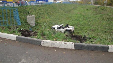 ВУфе мотоцикл опрокинулся при повороте напарковку
