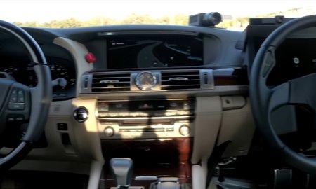 Тойота показала беспилотный автомобиль с 2-мя рулями