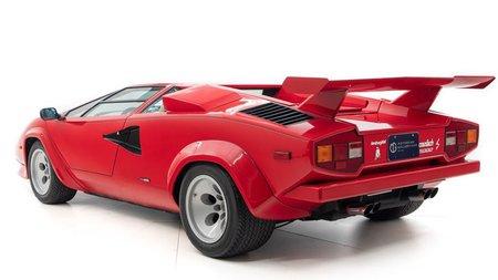Спорткар Lamborghini Countach 1984 года выставили на продажу за 499 тысяч долларов