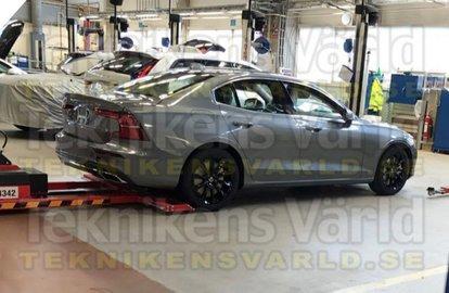 Новый Volvo S60 впервые показали без камуфляжа