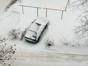 В мэрии прокомментировали грядущую уборку снега в «забитых машинами» дворах