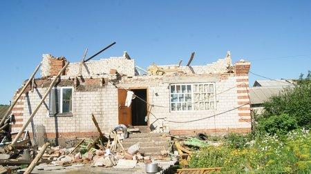 Картинки по запросу ураган разрушил дом фото