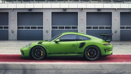 Снимки мощнейшего Porsche 911 GT3 RS опубликовали в СМИ